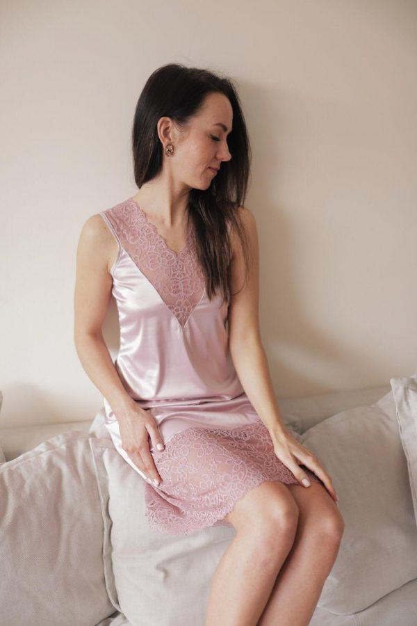 rozā satīna naktskleita